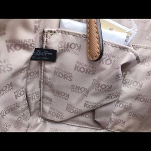 Michael Kors Bags - Gaby'sBags👜💕- NWT Michael Kors Large Chain Purse